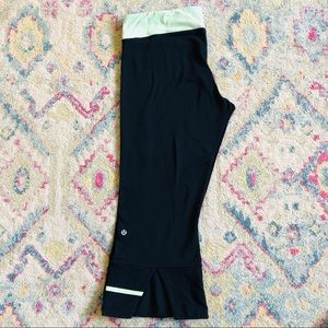 Lululemon Reversible Split Calf Black Capri Pants